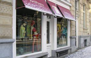 витрина магазина одежды
