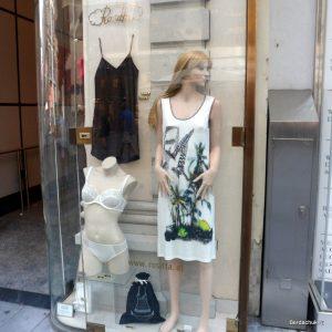 витрина магазина нижнего белья