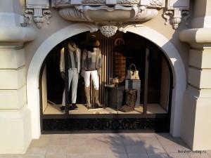 витрина дорогого магазина