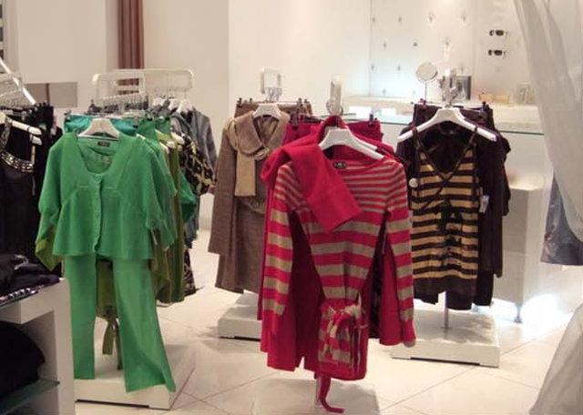 Правила выкладки товара в магазине одежды   Больше Продаж c78427fc168