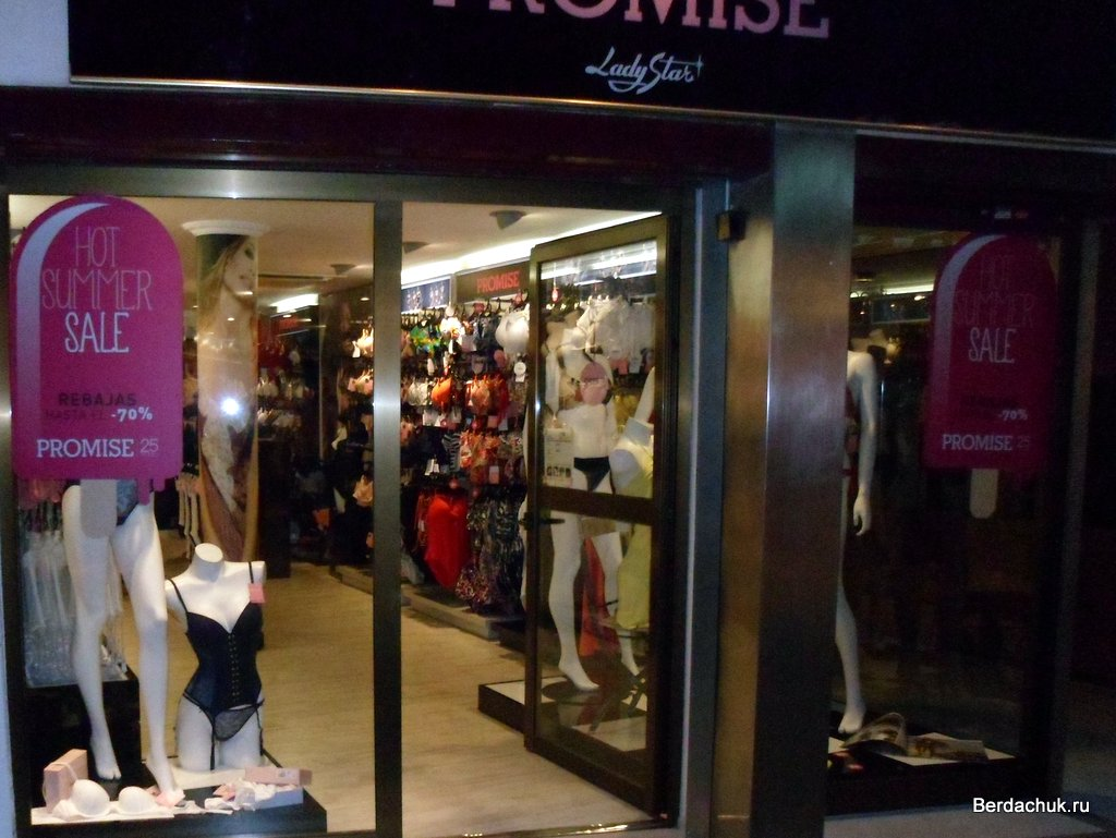 Ассортимент в магазине женского нижнего белья   Больше Продаж c8bf9570a54