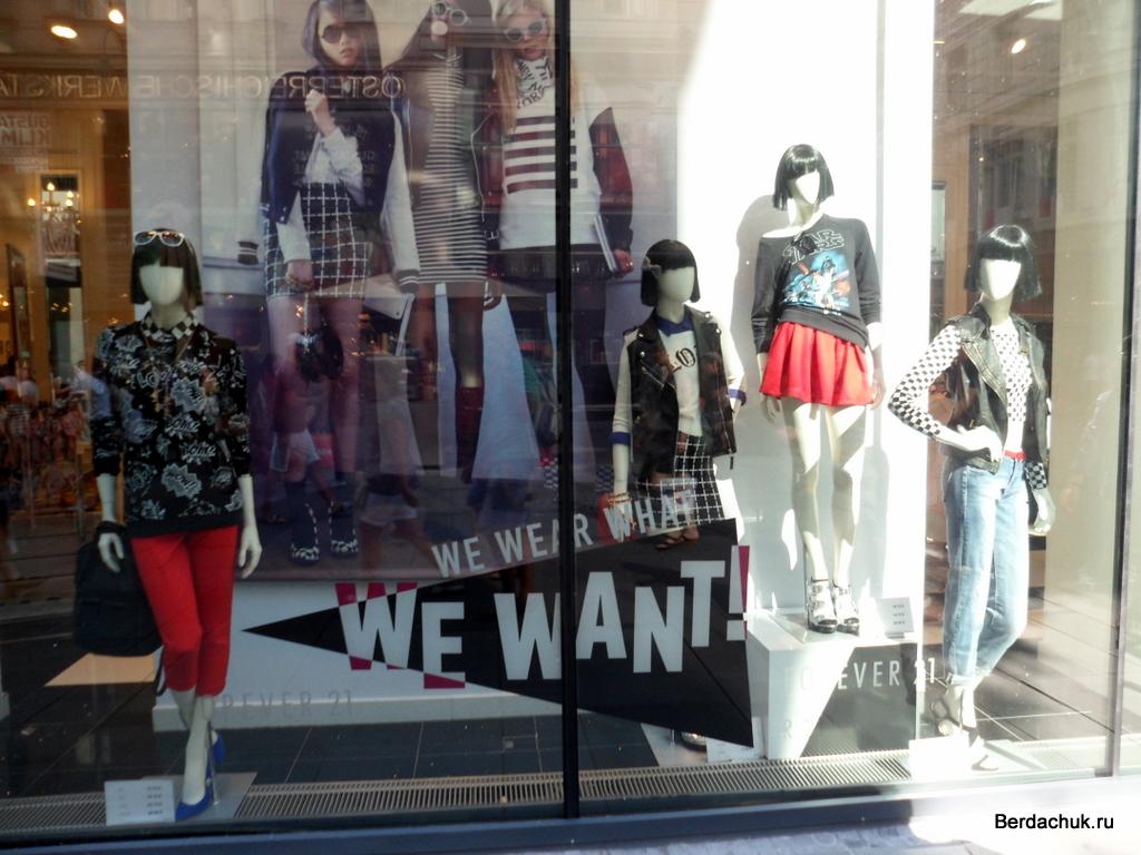 Как привлечь клиентов с помощью витрины. Витрина магазина одежды 155224089f5